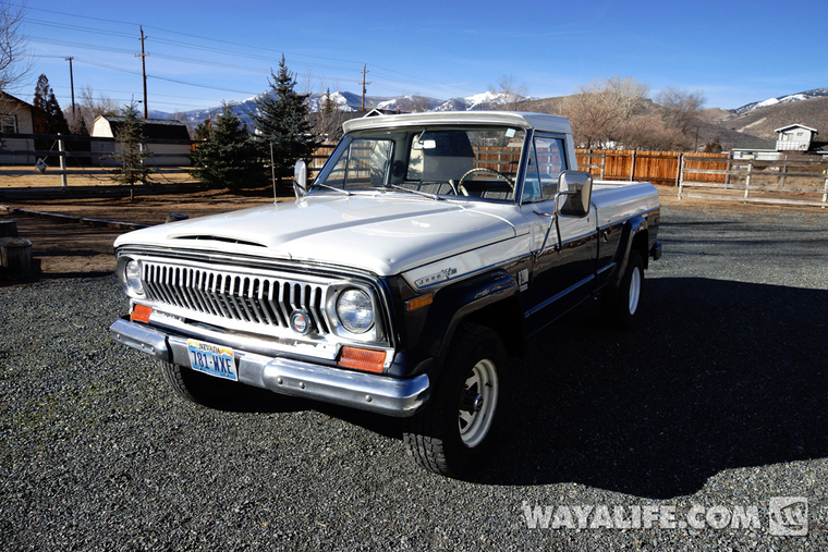 RUSTY : 1972 Jeep J2000 Pick-Up Truck