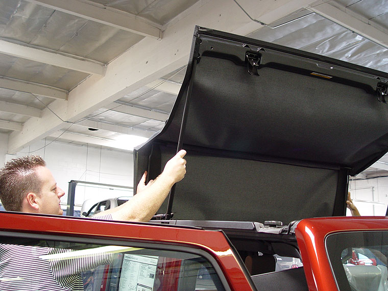 Opening Up The Sunrider Soft Top Sun Roof On A 2007 Jeep Jk Wrangler