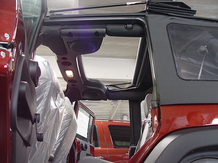 Opening Up The Sunrider Soft Top Sun Roof On A 2007 Jeep